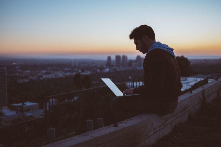 Reisen und Arbeiten zur selben Zeit als Digitaler Nomade