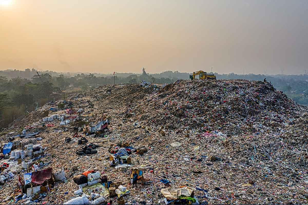 Verschmutzung-der-Meere-Müllkippe-in-Indonesien